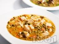 Рецепта Пилешка яхния с грах, моркови и картофи